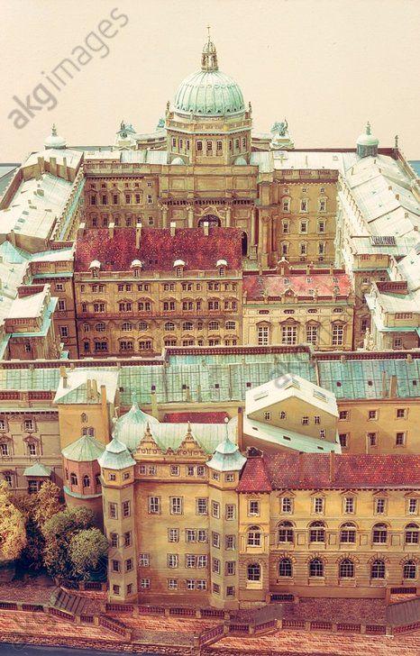 Berliner Schloss (Stadtschloss). Modell des Stadtschlosses im Vorkriegszustand: Ansicht von Osten (Grüner Turm, Herzoginnenhaus und Galeriebau, dahinter 1. und 2. Schloßhof und Kuppel).