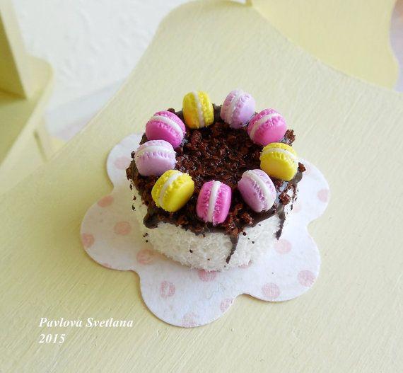 Миниатюрный торт с шоколадом и макарунами от Pavlysha на Etsy