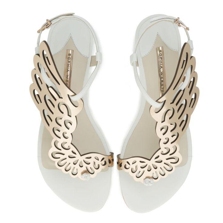 Si los tacones no van contigo, puedes estar perfecta de novia con zapatos planos. Una inspiradora recopilación de bailarinas y sandalias que son auténticas joyas.