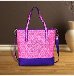 Buy branded ladies handbags online to hold the personal item of women which also encapsulate the emergency and needed items as well.