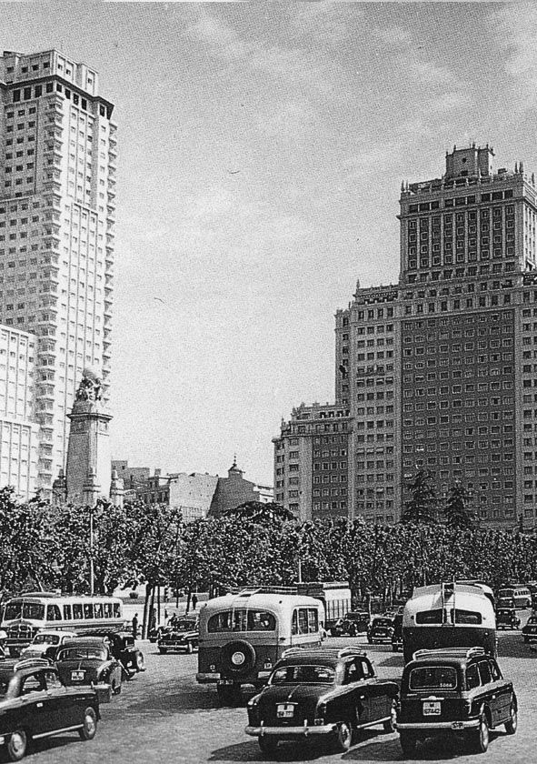 Spain. Plaza de España, Madrid, 1959 // Unknown photographer. Archivo General de la Administración