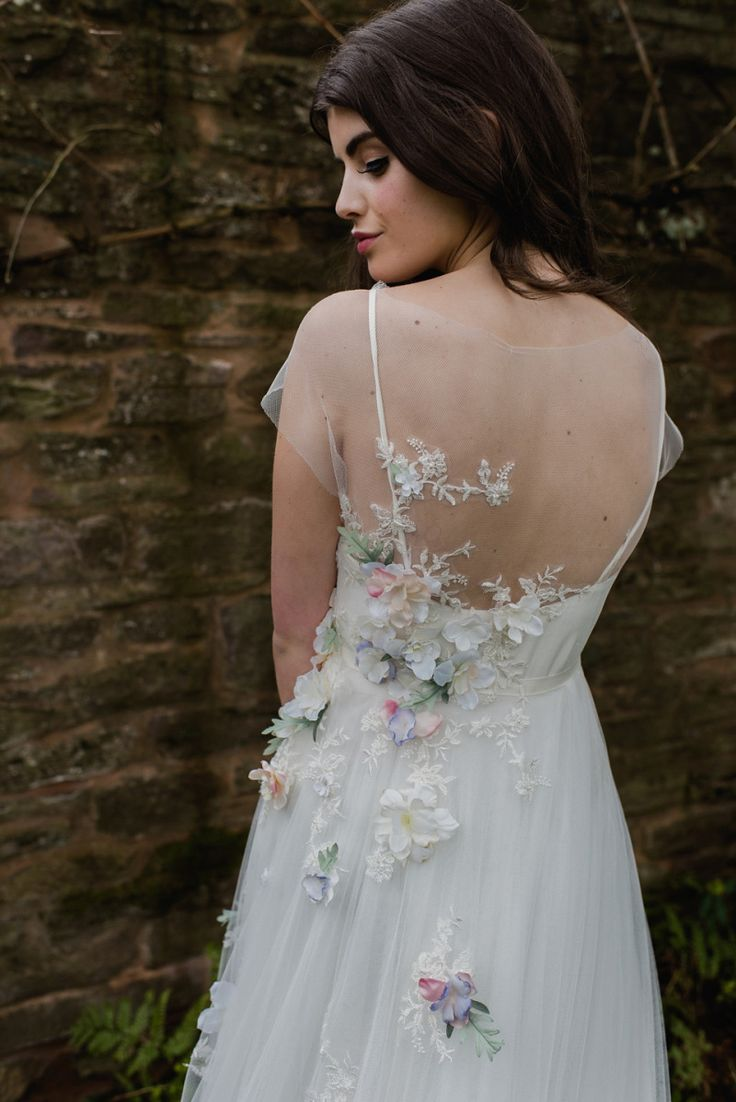 Floral wedding dress | Photography by  http://alexa-loy.com/