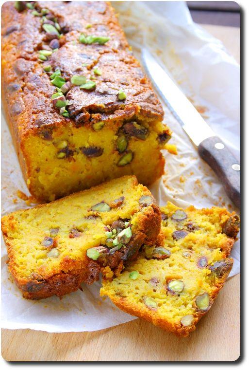Cake moelleux à la courge, pistaches et mandarine