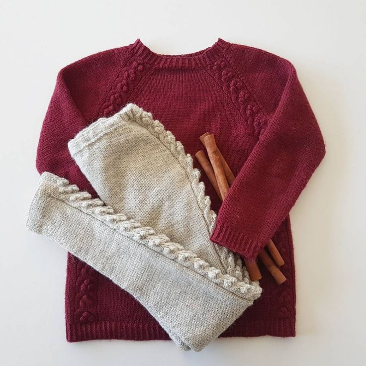 • C h r i s t m a s W o o l i e s •  #hjemmestrik #strikkemamma #paelas #fintights with #cablesandberries #cablesandberriessweater #northernchild_knits #christmasknits #knitting_inspire #knitforkids #knittersofinstagram #knittersoftheworld #børnestrik #barnestrikk #strikktilbarn #striktilbørn #knitting_inspiration #i_loveknitting ....not so fond of the fuss though, after only one day of wear 😢