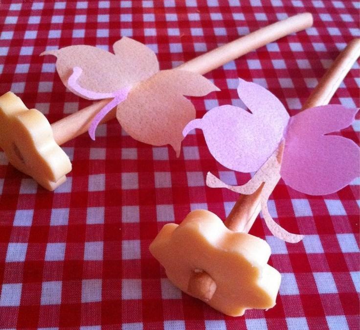 Kindertraktaties: Bloem van een soepstengel met kaas