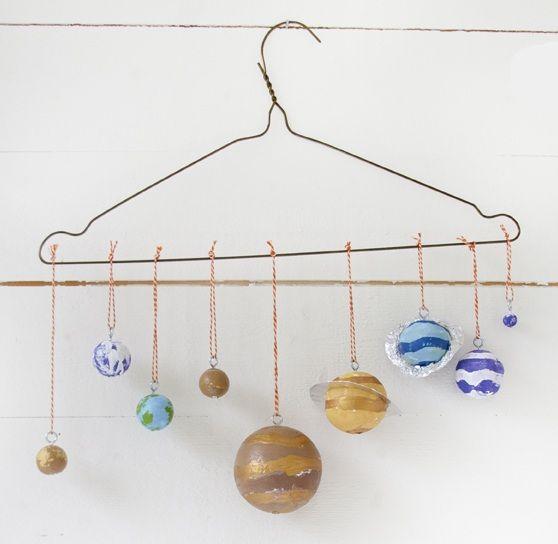 Modelo de sistema solar con percha