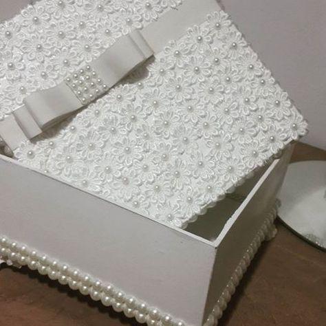 Mais uma caixa especial saindo para outra cliente .. todas com detalhes em guipir e pérolas . Encomenda ja a sua pelo nosso whats (65) 9627-1688