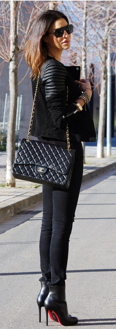 Streetstyle black fashion. Love it all!!   Check out this amazing outfit on the @stylekick app. Look at more fashion looks & #SKoutfits on http://www.stylekick.com