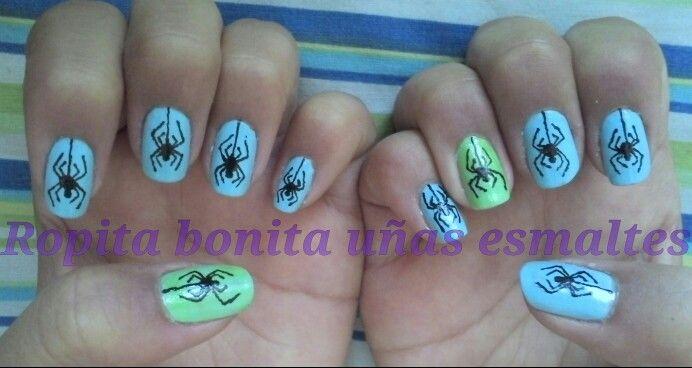 Diseño muy hardcore de arañitas colgando, nail art, uñas :)