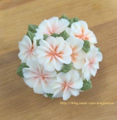 오늘은 플라워 컵 케이크 ♪ 여섯 가지 꽃이 들어가는만큼, 거의 5시간 가까이 만들었어요. 힘들어도 선물...