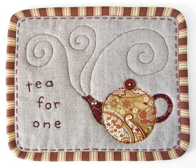 Mug rug-- adorable!!!  Amanda Ludwig, these would be so cute for little gifts!  Wish we could make some together.