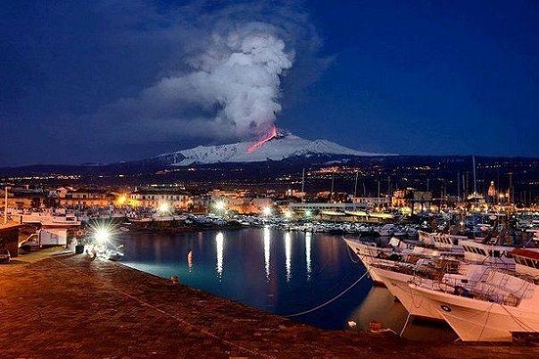 Sicilia – un luogo, un libro.   Polizzi Editore