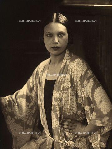 Half-length portrait of Wanda Wulz wearing a kimono dressing gown 1925-1928 Wulz, Carlo Fratelli Alinari Museum Collections-Studio Wulz Archive, Florence