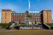 Parkhotel Horst  Description: Parkhotel Horst ligt in een recreatiegebied in Horst nabij Venlo in het prachtige Noord-Limburgse land. Het unieke van deze locatie is de kasteelachtige uitstraling van het hotelgebouw en de ligging aan het water midden in een bosrijke omgeving. Alle kamers en vrijwel alle andere ruimten bieden een weids uitzicht over het meer. De ligging aan de A73 met een eigen afslag (afrit 10) maakt het hotel uitstekend bereikbaar. Er is een zeer ruime gratis eigen…