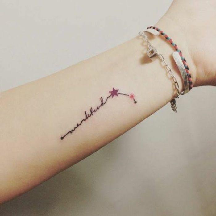 Le ultime tendenze dei tatuaggi piccoli e le cose da sapere. La storia, i significati e molte idee che rimarranno sempre di classe.