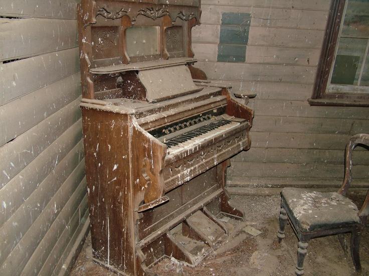 Sad old organ left behind.