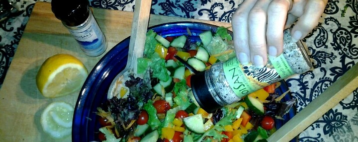 Sprinkle Khoisan natural seaweed salt over salads and fresh foods to add a wonderful flavour.