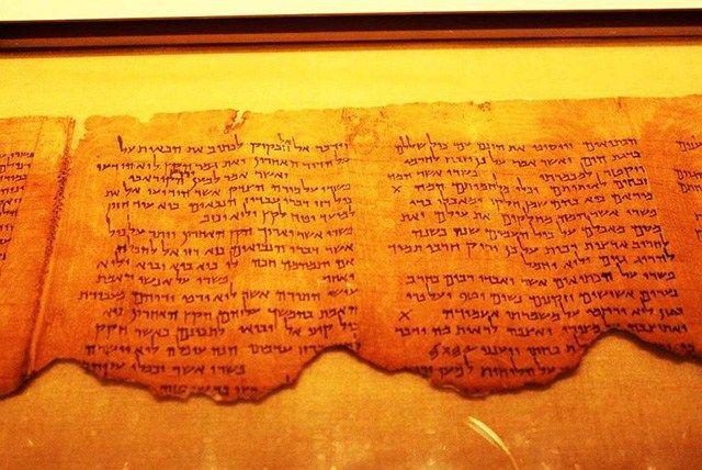 Geheimnisse der Welt vor der Sintflut: Fragmente der Schriftrollen vom Toten Meer werden gescannt (Video) | PRAVDA TV – Lebe die Rebellion