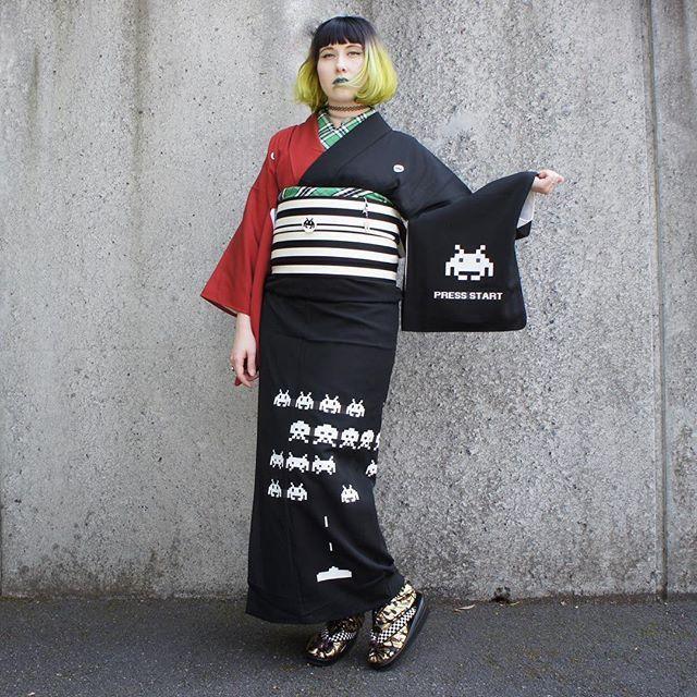 👾HOW TO👾 🚀Space Invaders Kimono🚀 Today I show you step by step how I made this two coloured kimono with my original print.  ブログ更新:👾💫👾 ツイッターでRTの多い「スペースインベーダー着物」の作り方☆ を発表します。 ⇨ http://www.salz-tokyo.com/how-to-space-invader-kimono/  #kimono #spaceinvaders #wafuku #SALZtokyo #DIY #style #tokyo #Japan #スペースインベーダー #着物 #和服 #着物ブログ #ootd #arcade #style #fashion #design #handmade #retrogame #harajuku #fashionista #ブロガー #ファッション #東京 #ゲーム #着物コーデ #着物女子