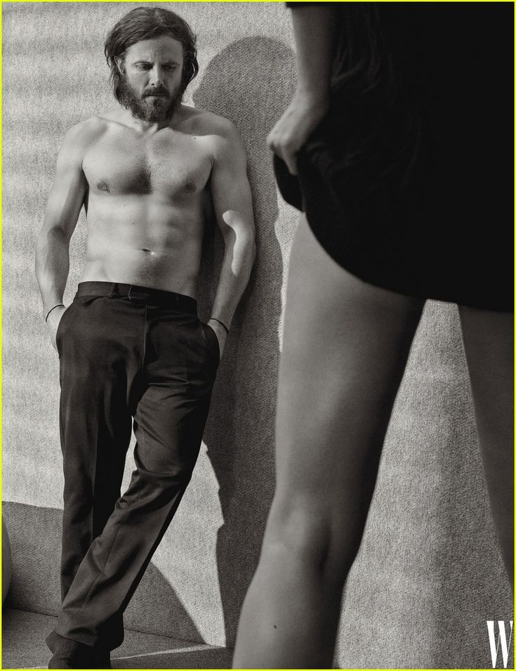 Casey Affleck Flaunts Six Pack Abs for Shirtless 'W Mag' Photo!