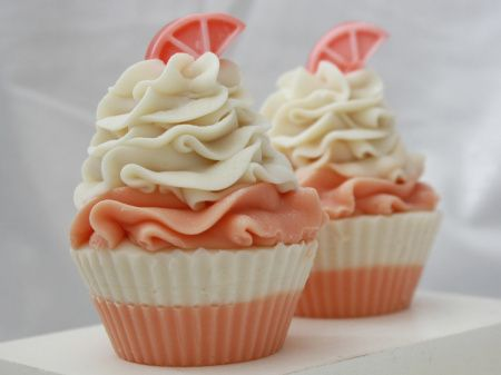 Creamsicle Soap Cupcakes: Would be so adorable! Plus, you could use different tips. :)