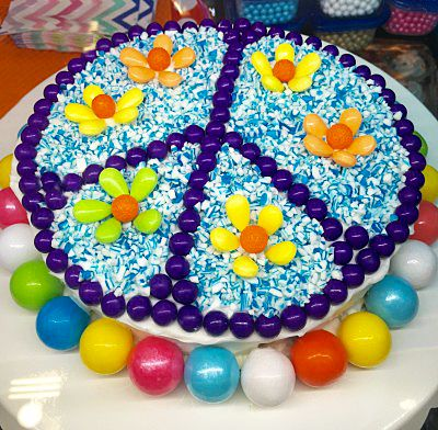 A PERFECT PURPLE PEACE CAKE!! More ideas like this at hellocupcakebook.com
