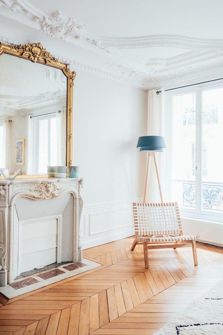Appartement haussmannien, parquet point de Hongrie, moulures, cheminée, miroir dorée