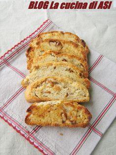 Ecco la ricetta per i cantucci salati con noci e parmigiano ..ottimi per accompagnare un pasto o per un aperitivo! La cucina di ASI