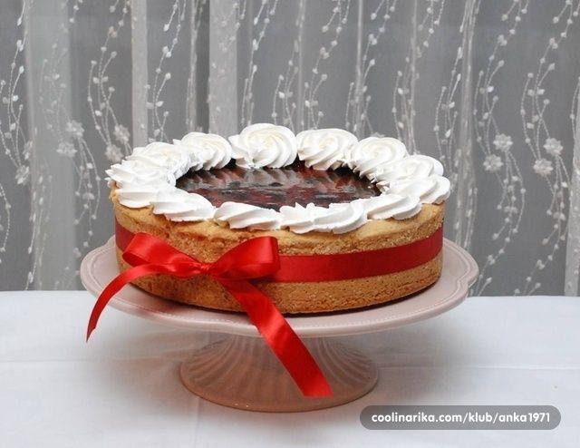 Evo još jednog recepta za tortu koju prilagođavate godišnjem dobu i ponudi voća. Ova je od domaćih kupina, brusnica, malina i višanja, a kao omiljena se pokazala upravo ona sa šumskim voćem.