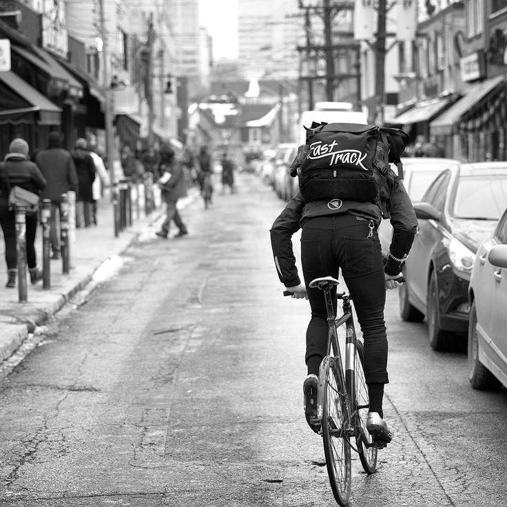 Monday back to work #fixiegram #fixedlife #fixedgear #fixed #thefixedgearshop #fixedforum #fixedgearbike #fixedgearisourdrug #fixiegirl #fixies #bike #bikelife #bikeoftheday #cycling #monday #chromebag #kryptonite #vans by thefixedgearshopcom