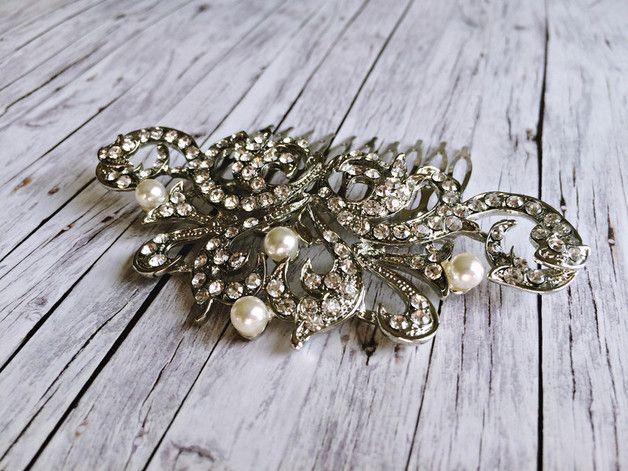 **Fascinator für die Braut - 20er Jahre Haarkamm in silber mit Perlen Verzierung**  **Haarschmuck Hochzeit**: Dieser schöne Haarkamm für die Braut, auch Headpiece genannt, ist zeitlos, elegant...