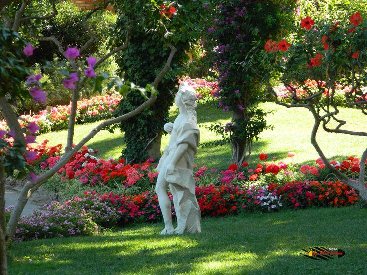 Gardens of Augustus - Capri,Nikon Coolpix L310, 23.2mm,1/60s, ISO80, f/4.7, +0.3 201507151513