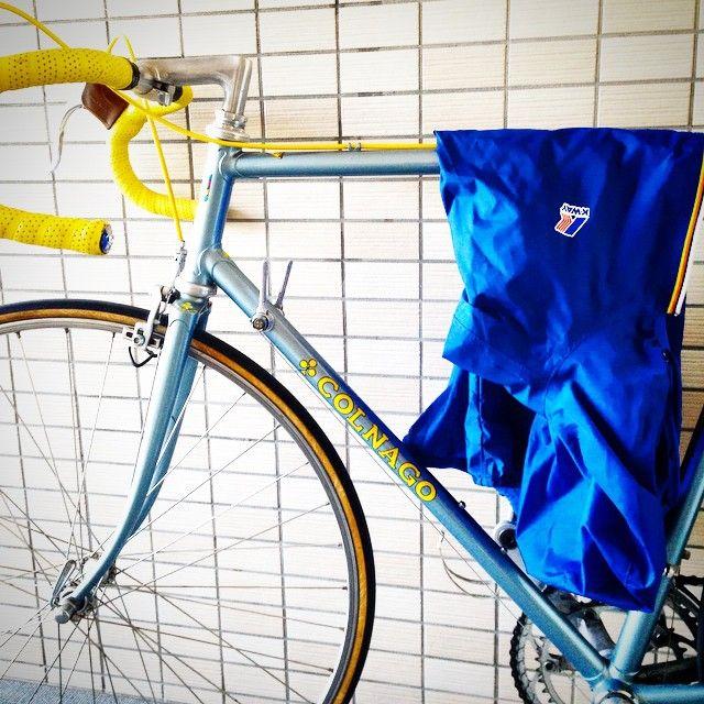 """""""My favorite Vintage road bike and K•WAY Blue combination 70年代後半から80年代前半に製造されたコルナゴのビンテージロードバイク。 マニアではありませんがたまに遊びで乗っています。 こういうときにK•WAYは重宝してます。 #colnago…"""""""