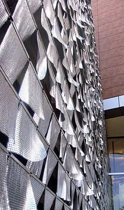Aluminum Chainmail installation that responds to subtle gusts of wind by Ned Kahn