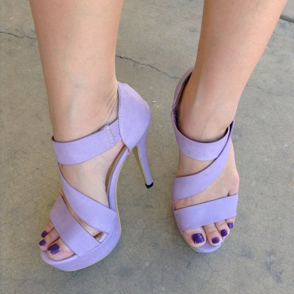 Beautiful glamorous heels in lavender Beautiful soft and glamorous heels in lavender, it's so soft making it comfortable to wear. Only worn once to wedding event.snap closure. Shoes Heels