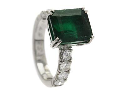 EMERALD RING, 18K white gold, emerald approx 5,67 ct, 8 brilliant cut Diamonds.