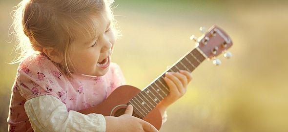 Βαρεθήκατε τα «εμπορικά» παιδικά τραγουδάκια; Βρήκαμε 10 χαρούμενα τραγούδια για μεγάλους που σίγουρα θα ξετρελάνουν τους μικρούς ακροατές!