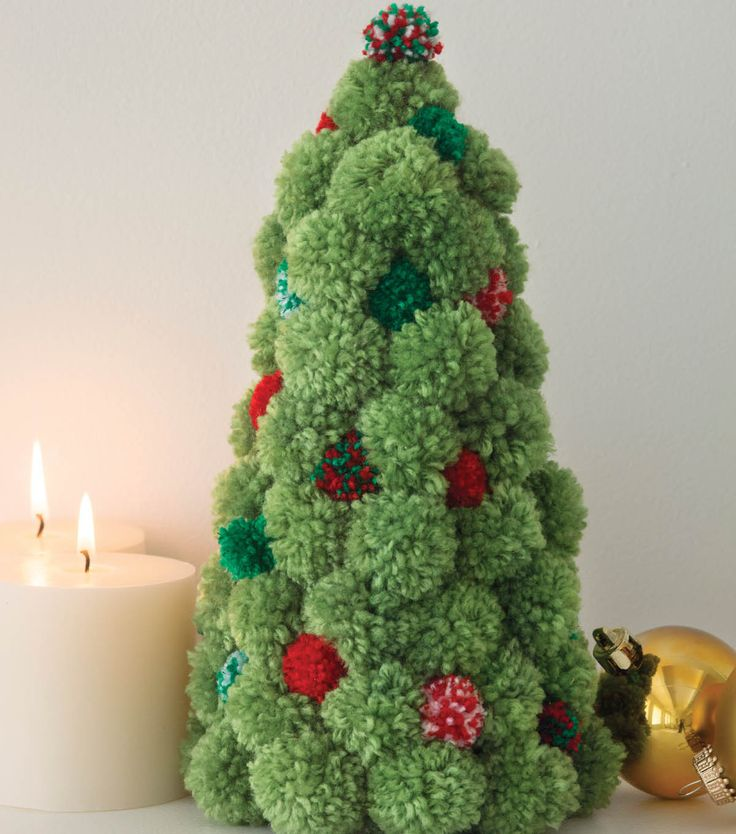 Pom Pom Holiday Tree