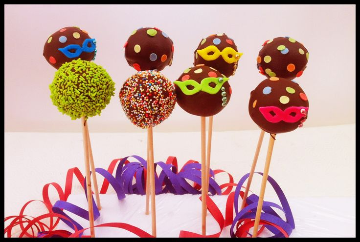 Carnaval cake pops