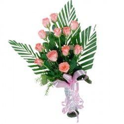 Il rosa è il colore della tenerezza, spedisci questa composizione per esprimere amicizia, amore dolce, o per celebrare la nascita di una bambina o un matrimonio.