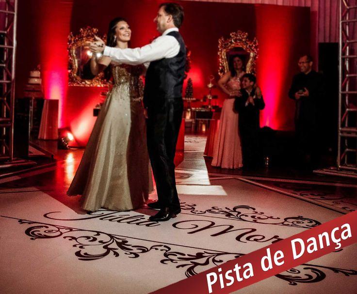 15 anos. Momento da valsa não podia melhor com uma Pista de dança personalizada!