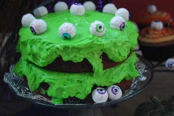halloween gruselige torten party grüne glasur augen