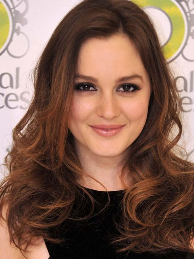 The Celebrity Secret To Adding Tone-on-Tone Dimension in Brown Hair. Celebrity hairstylist Charles Baker Strahan on why your highlights don't look like Leighton Meester's.