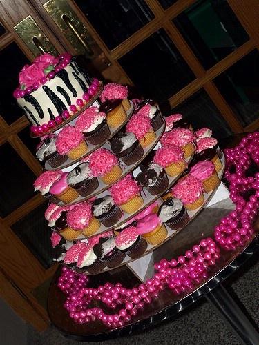 Hot pink cupcake stand