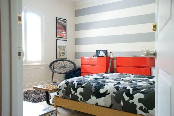 Streifen in der zwischen Schlafzimmer formen einen schönen Akzent Wand