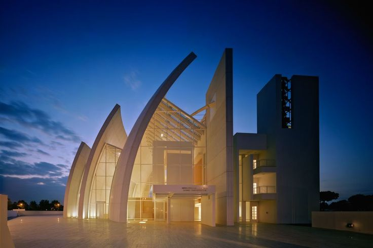 Designed by Richard Meier, this church is one of the Pritzker Prize–winning architect's most celebrated works. One of its breathtaking features is a set of three large curved walls that artfully allude to the Christian notion of the Trinity: the Father, Son, and Holy Spirit. The gaps between the precast concrete waves, which are connected with glass, offer separate entrances to the chapel and baptistery, while the nave is created by the space where the last curved wall meets the rest of the…