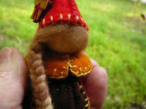 Herbst-Gnome-Dame ist die wunderbaren Schattierungen der Farben des Herbstes gekleidet. Sie leihen sich vorlesen, phantasievolle spielen oder in einer Art Tabelle vorgestellten. Kleinen Elementargeister sind fast alle Kulturen bekannt. Sie sollen helfen, Pflanzen wachsen! Sie sind in der Tradition der Waldorf gesichtslosen Fantasie fliegen zu können! Dieses Angebot ist für eine Puppen, 4 Zoll groß (mit Hut), hergestellt aus 100 % Wollfilz, Holz Pflock Puppe base, Baumwolle Zahnseide und…