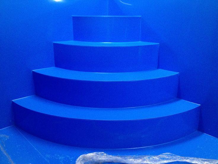 Rohové schody v bazénu