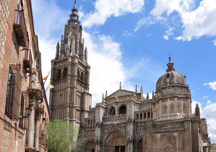 This monumental city is like an immense museum of great beauty and holds some of the most genuine historical Spanish monuments. Toledo is also named the city of Three Cultures, as for a long period of time, the Christian, Islamic and Jewish lived peacepeacefully within its walls. Travel with Tourboks!