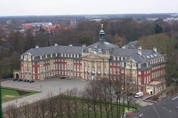 La Universidad de Carlos José, Müster Alemania